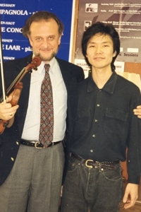 With student Ken Aiso (currently leader of the Or-ra of the Age of the Enlightement, London) in his studio at SMU, Dallas, 1991